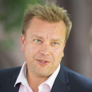 Puolustusministeri Antti Kaikkonen kertoo pyrkivänsä keskustan puheenjohtajaksi
