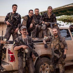 Tarina Syyrian Raqqan vapaaehtoisista taistelijoista, mukana myös kaksi suomalaista nuorta miestä.