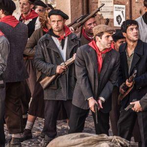 Punahuiviset sosialistit ovat valmiina katutaisteluihin sarjassa La republica - tasavalta