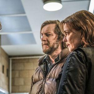 Ruotsalaisjännärin Ennen kuolemaa pääosissa nähdään  Marie Richardson, Adam Pålsson ja Magnus Krepper.