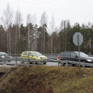 STOP-merkki eli pakollinen pysähtyminen -merkki takaapäin kuvattuna