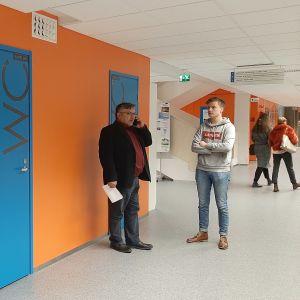 Vaasan ammattikorkeakoulun rehtori Jorma Tuominen sekä opiskeiljakunta VAMOK:in hallituksen puheenjohtaja Paavo Sormunen.