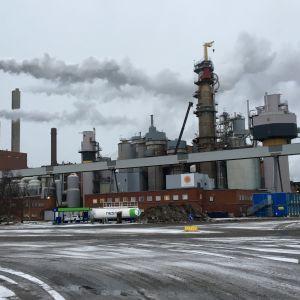 Stora Enson Oulun sellutehdas Nuottasaaren toellisuusalueella .
