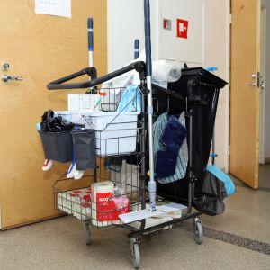 siivouskärryt forssan suljetulla keskuskoululla