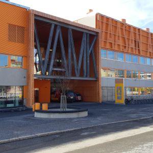 Vaasan ammattikorkeakoulun päärakennus Palosaarella Vaasassa