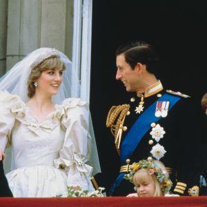 Dokumentti Charlesin ja Dianan häitä edeltävästä viikosta.