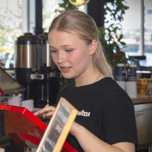 Matilda Sederholm, Cafe Caruselin kesätyöntekijä