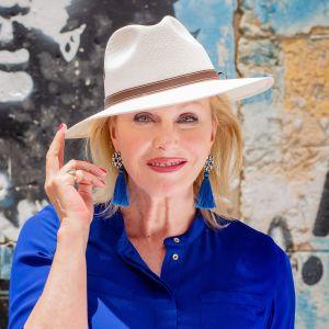 Näyttelijä Joanna Lumley vierailee kätketyssä Karibiassa.