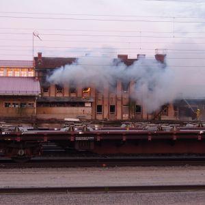 Rovaniemen vanha-tavara asema tulessa