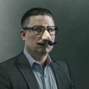 Hummorihommien toimittaja Ville Kormilainen