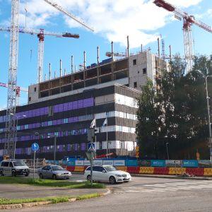 Oulun yliopistollisen sairaalan rakennustyömaa heinäkuussa 2020.