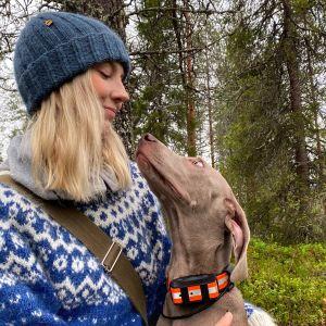Marjo Kämäräinen ja Pablo koira.