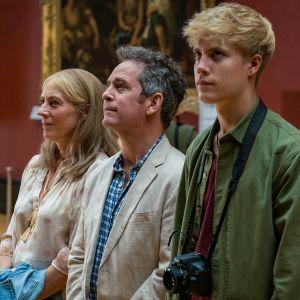 Lämminhenkinen brittisarja kipuilevan perheen omamatkasta Eurooppaan.