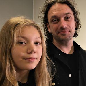 Astrid ja Aki-Pekka Sinikoski taidenäyttelyssään Oulussa.