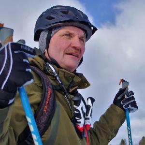 Heikki Kurhela liikkuu paljon jäällä.