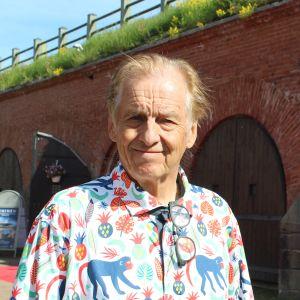 Rauli Virtasen -valokuvanäyttely. Kuvassa 72-vuotias Rauli Virtanen Haminan Bastionisas kuvattuna kesäkuussa 2021.