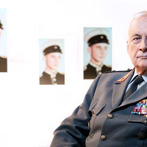Itse asiassa kuultuna -ohjelmassa Kenraali Gustav Hägglundia haastattelee toimittaja Juho-Pekka Rantala.
