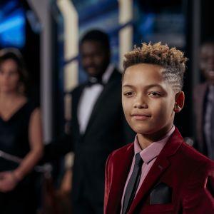 Nuori poika kohtaa uudessa brittisarjassa elokuvamaailman synkän kääntöpuolen.