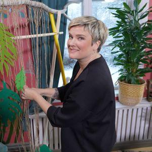 Camilla Forsén-Ström gör ett insynsskydd