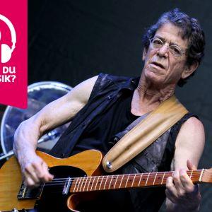 Lou Reed spelar elgitarr.