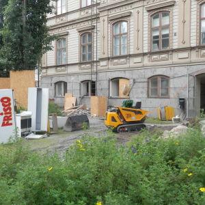 Rådhusets grund repareras i Jakobstad