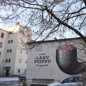 Mural med lakritspipa på gamla godisfabrikens område.