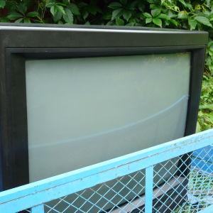 Begagnad tv på väg till återvinning