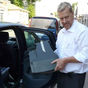 Begagnad tv på väg till återvinning i Lovisa