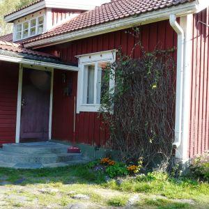 Familjen Jansson tillbringade till en början somrarna i storstugan vid Eidisviken på Pellinge i Borgå