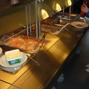 Centralkökets sallad och köttfärssås får hyfsat betyg i Billnäs skola