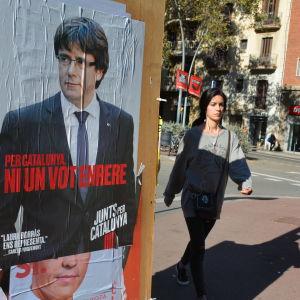 En valaffisch med Kataloniens tidigare regionpresident Carles Puigdemont.