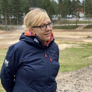 Pääsihteeri Marita Kaipainen pohtii tulevia nuorten talviolympiapäiviä.