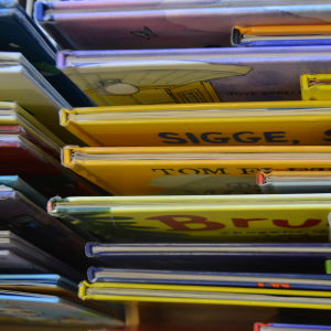 Barnböcker sedda uppifrån.