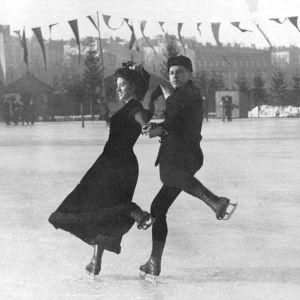Walter och Ludovika Jakobsson skrinner vid Norra Kajen i Helsingfors 1910.