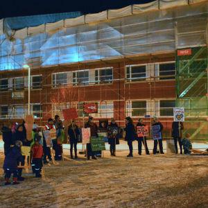 demonstration i vintermörkret