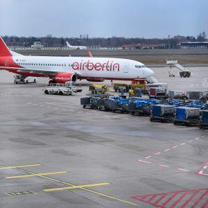 Air Berlin -flygplan på flygplatsen Tegel i Berlin.