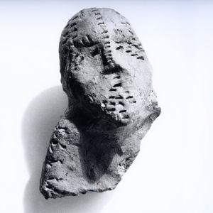 Savi-idoli Heurekan kaivauksilta Vantaan Jokiniemestä