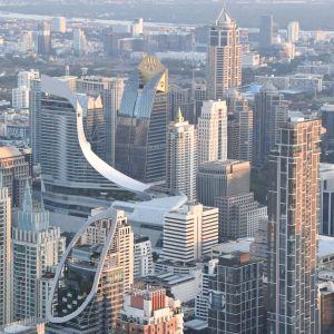 Stadsbilden i Bangkok har omvandlats under de senaste tjugo åren. I dag domineras den av moderna skyskrapor.
