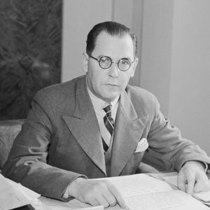 Karl-August Fagerholm työpöydän ääressä 1940.