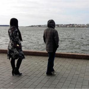 Emmer och Caira rekryterades för att sköta äldre i Finland men erbjöds i stället städjobb för nästan ingen lön.