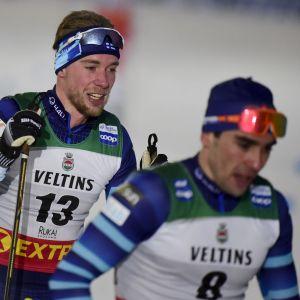 Joni Mäki (till vänster) åkte i mål strax efter Ristomatti Hakola.