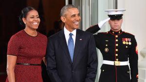 Barack och Michelle Obama sista dagen i Vita huset.