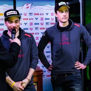 Max Hauke och Dominik Baldau intervjuas på en pressträff under VM.