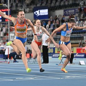 Häckdamerna löper i mål i finalen i inomhus-EM.