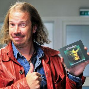 """Robban Hagnäs med sin soloskiva """"Broken hearted again"""""""