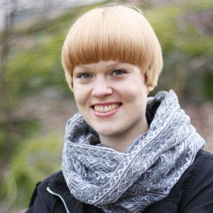 Tuuli Ikonen Akkabellasin laulaja.