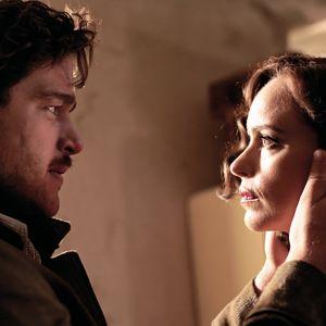Ronald Zehrfeld och Nina Hoss ser varandra i ögonen.