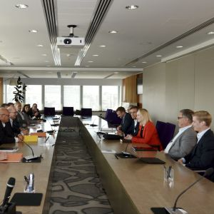 Teknologiindustrins representanter förhandlar i augusti 2019