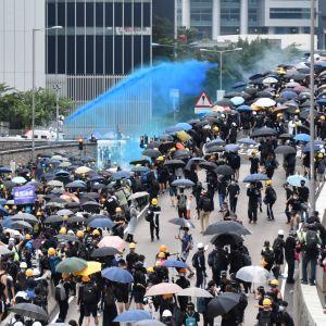 Många av dem som deltog i fjolårets våldsamma demonstrationer är nu rädda för att bli åtalade för brott mot nya säkerhetslagar. Polisen använde bland annat vattenkanoner för att kväsa demonstrationerna.