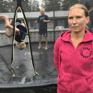Heidi Rakkolainen ja lapset Rolle Rakkolainen, Roope Rakkolainen ja Jerry Lindberg